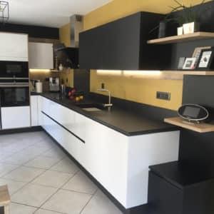 cuisine-moderne-noire-et-blanche-1