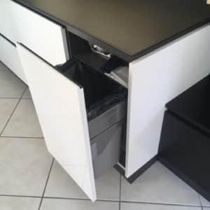 cuisine-moderne-noire-et-blanche-12