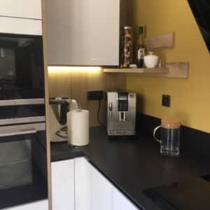 cuisine-moderne-noire-et-blanche-14