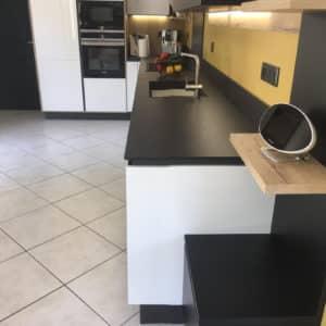 cuisine-moderne-noire-et-blanche-15