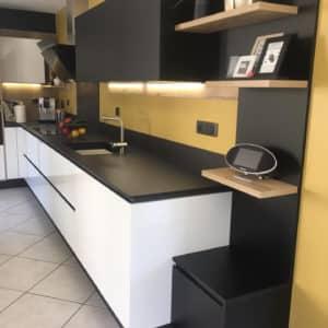 cuisine-moderne-noire-et-blanche-2